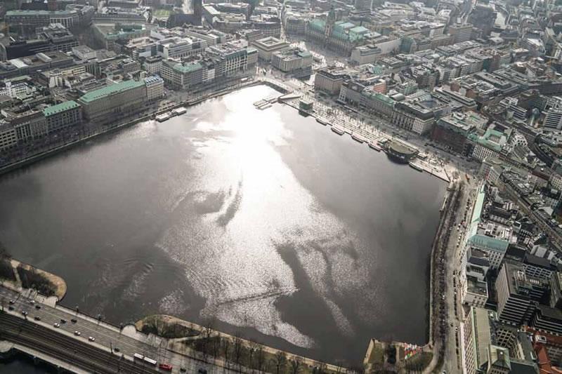 Hubschrauber fliegen in Hamburg